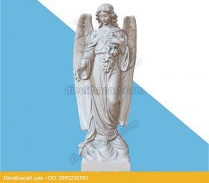 Tượng thiên thần cô gái ôm hoa trang trí